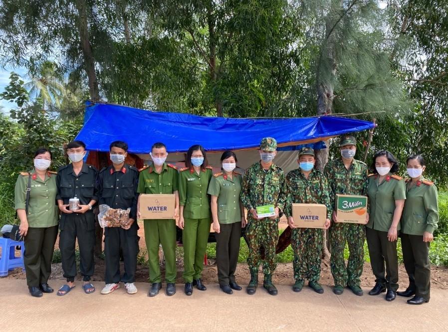 2-phu-nu-cong-an-kien-giang-1634122221.jpg